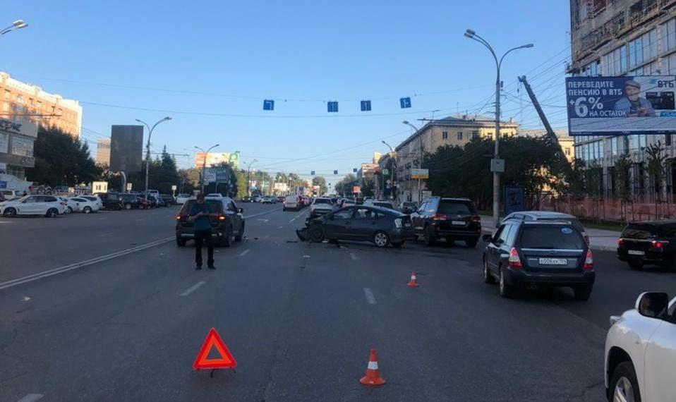 Трое новосибирцев оказались в больнице после автоаварии на улице Кирова