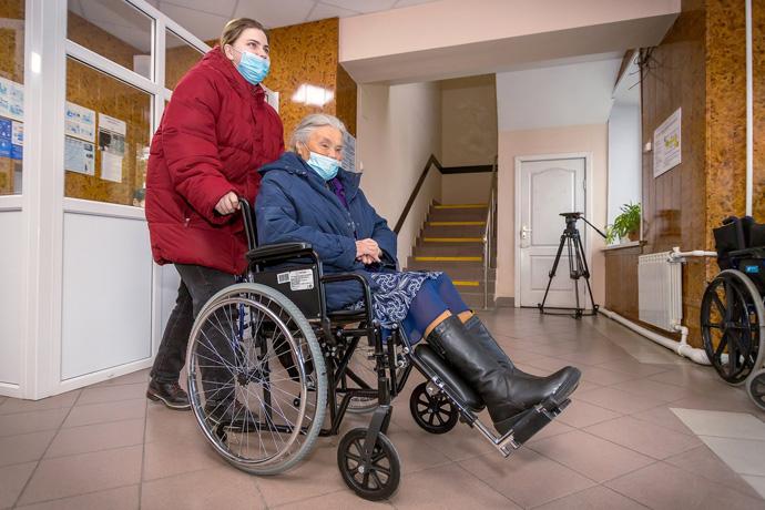 Школы родственного ухода – как заботиться о лежачих больных