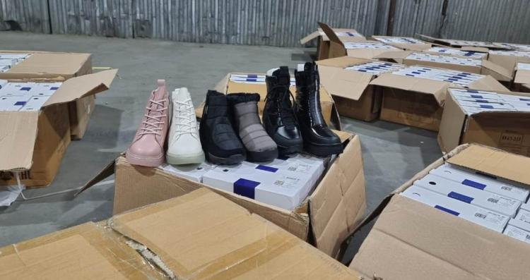 На таможне в Уссурийске изъяли более 6 тысяч пар обуви