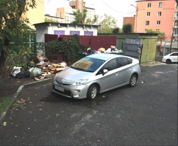 Штраф за парковку возле мусорных контейнеров заплатят автомобилисты
