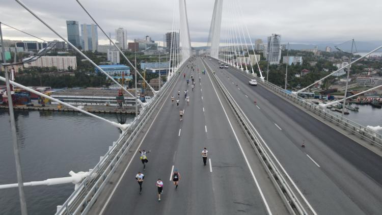 В Приморье прошел забег по главным мостам Владивостока