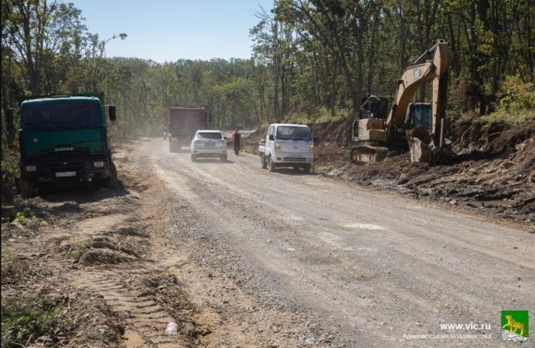 От Университетского проспекта до Ворошиловской батареи ремонтируют дорогу