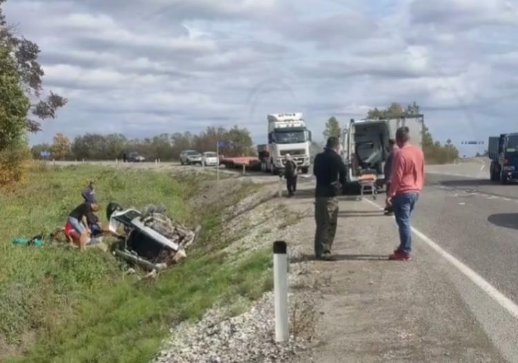 «Там постоянно такое»: автомобиль опрокинулся на трассе в Приморье