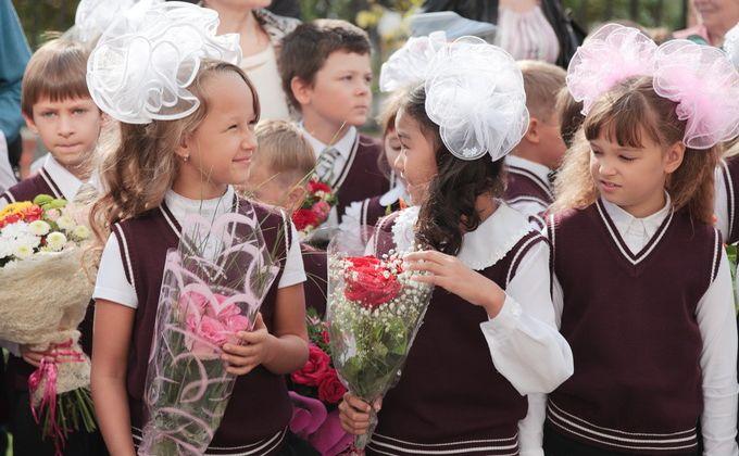 Ежегодные выплаты по 20000 рублей школьникам рассматривает Минтруд РФ