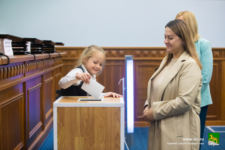 30 многодетных семей Владивостока стали обладателями земельных участков