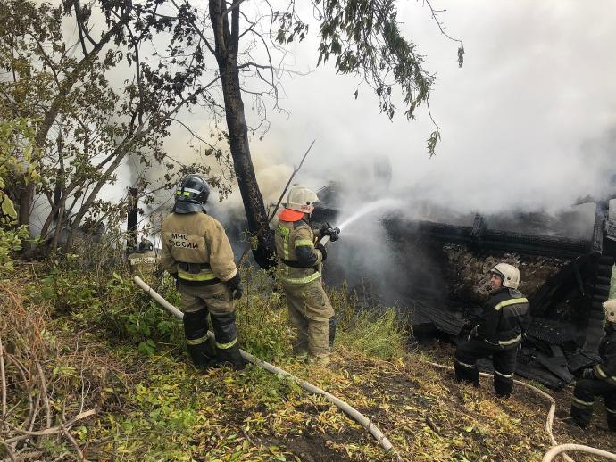 Женщина погибла в сгоревшем старом доме в Железнодорожном районе Новосибирска