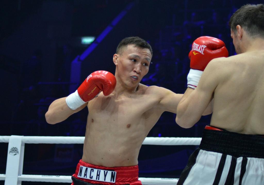 Травма не помешала новосибирскому боксеру Чамбалдоо завершить бой нокаутом