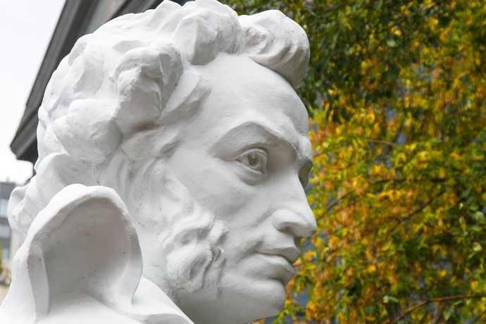Номинал «Пушкинской карты» вырос до 5000 рублей. Куда новосибирцы  тратят культурный минимум