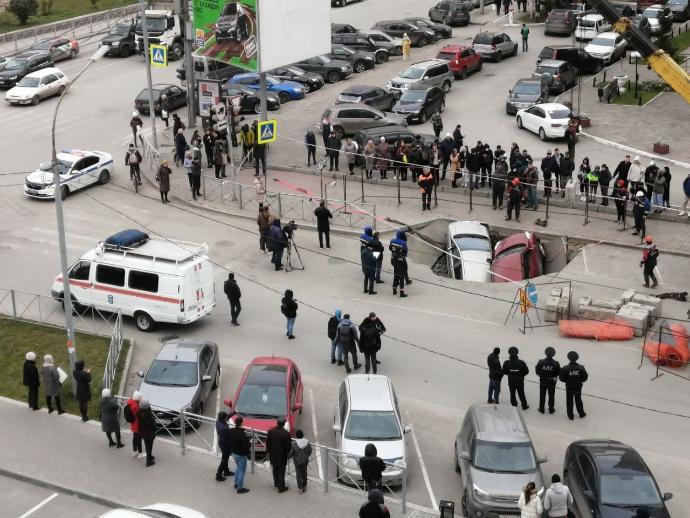 Улицу Семьи Шамшиных закроют на неопределенное время из-за аварии на теплотрассе