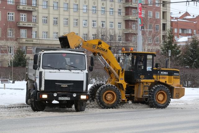 Машин для вывоза снега не хватает мэрии Новосибирска