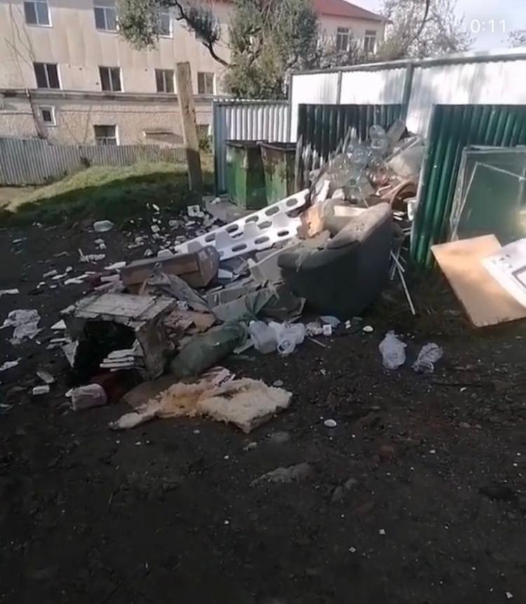 Жители Владивостока жалуются на бесчисленные горы мусора
