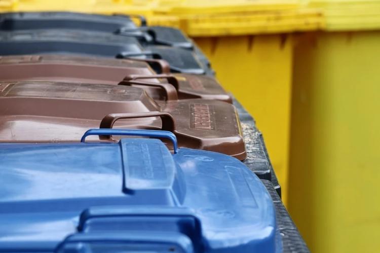 В Приморье пенсионеры платят за мусор, который не выносят