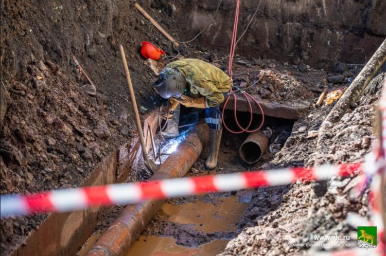 Горячая вода вернулась в 200 домов Владивостока