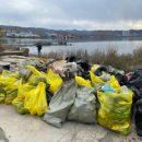 Почти две тонны мусора вывезли с мест отдыха во Владивостоке
